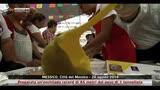 29/08/2014 - Messico, preparata un'enchilada record di 85 metri. Video