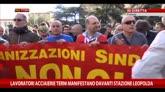 26/10/2014 - Lavoratori di Terni manifestano davanti stazione Leopolda