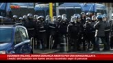 21/11/2014 - Sgomberi Milano, donna denuncia aborto per una manganellata