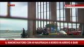 29/12/2014 - Il rimorchiatore con 49 naufraghi a bordo in arrivo a Bari