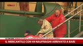 29/12/2014 - Bari, sbarcano i primi naufraghi del traghetto in fiamme