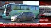 Profughi costretti a dormire in bus a Treviso