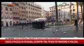 Caos Piazza Spagna, scontri tra tifosi Feyenoord e polizia