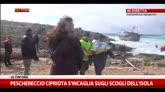 22/02/2015 - Lampedusa, peschereccio egiziano s'incaglia sugli scogli