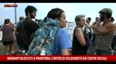 20/06/2015 - Migranti, a Ventimiglia manifestano italiani e francesi
