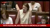 Il Senato salva Azzollini, protesta del M5S: fate schifo
