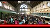 Budapest, migranti all'assalto di treni che non partiranno