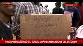 30/09/2015 - Ventimiglia, storia dei migranti che protestano sugli scogli