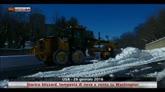 Dopo la tempesta si spala la neve a Washington