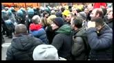 Ilva, parla la poliziotta che si è tolta il casco in piazza