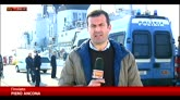 Taranto, lo sbarco dei migranti
