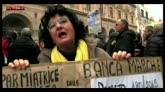 """Banche, i risparmiatori in piazza: """"Non ci rassegneremo mai"""""""