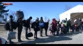 07/02/2016 - La lunga attesa per i profughi bloccati in Grecia