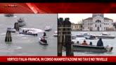 Corteo barche a Venezia, tensione per vertice Renzi-Hollande