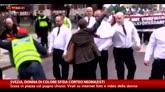 05/05/2016 - Svezia, donna sfida corteo di neonazisti