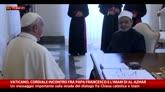 23/05/2016 - Vaticano, l'abbraccio tra il Papa e l'imam di Al-Azhar