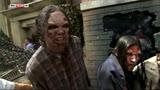 29/06/2016 - Walking Dead, zombie in strada al parco Universal Studios