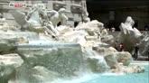 25/07/2016 - Bagno nelle fontane, a Roma multa da 450 euro a turista