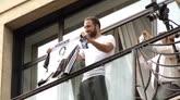 27/07/2016 - Il giorno di Higuain: l'argentino abbraccia i nuovi tifosi