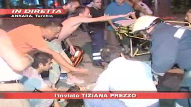 Istanbul, bombe tra la folla