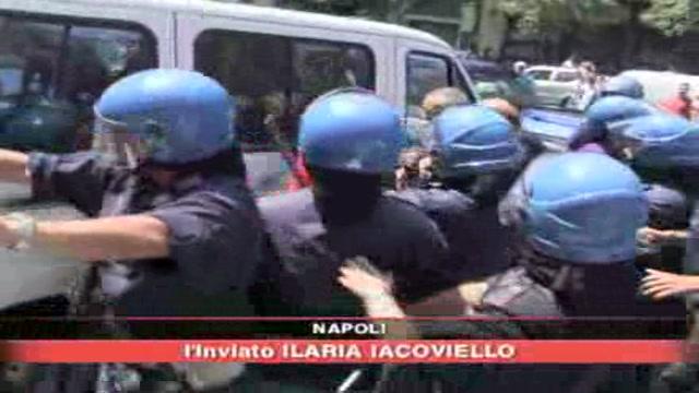 Napoli, immigrati occupano il Duomo