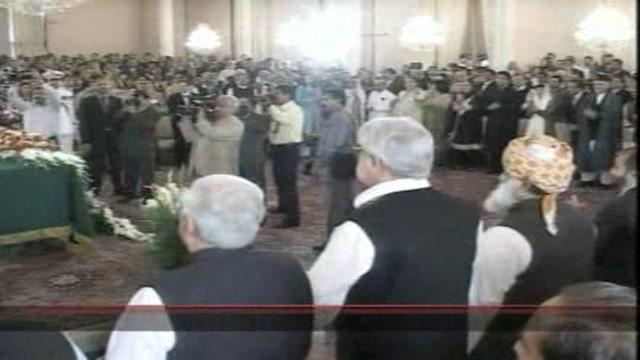 Pakistan, Zardari giura da presidente