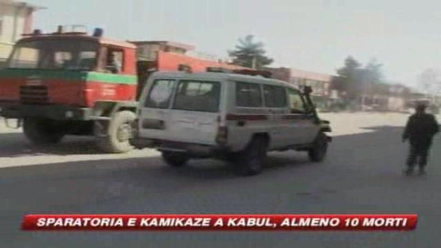 Kabul, kamikaze attacano il palazzo di Karzai
