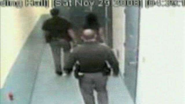 Seattle, agenti aggrediscono una detenuta 15enne