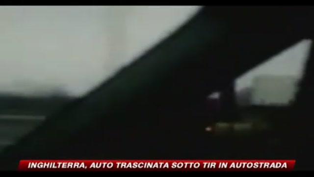 Inghilterra, auto trascinata sotto tir in autostrada