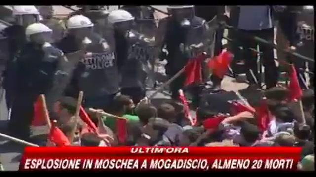 Primo maggio di proteste e scontri in Grecia