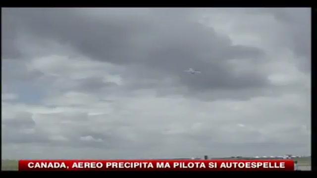 Canada, aereo precipita ma pilota si autoespelle