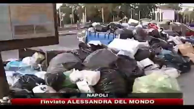Rifiuti, Napoli sepolta sotto 1500 tonnellate di spazzatura