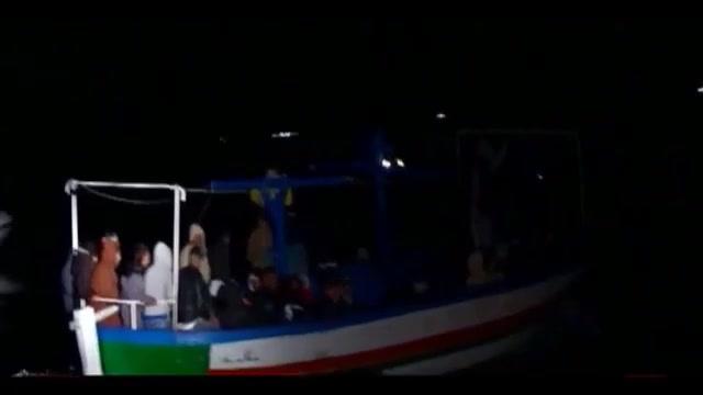 Barcone soccorso al largo di Lampedusa, a bordo 25 cadaveri