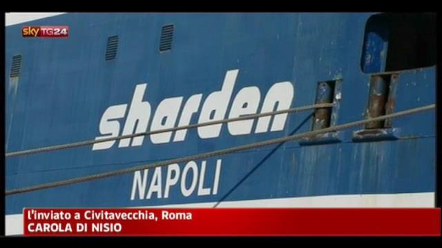 Civitavecchia, traghetto Tirrenia urta banchina