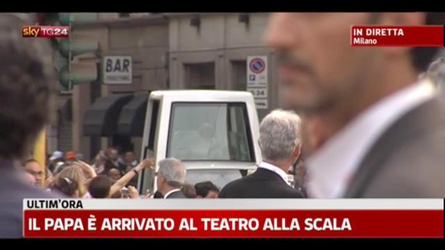 Il Papa è arrivato al Teatro alla Scala
