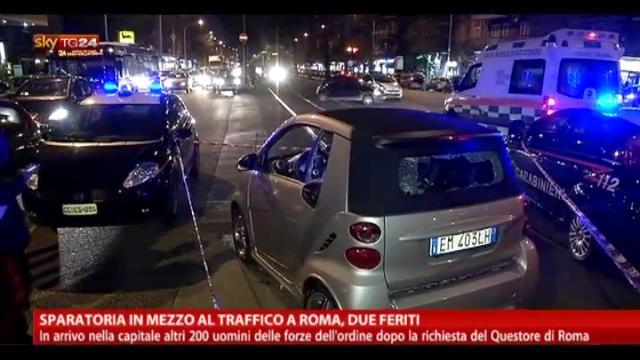 Sparatoria in mezzo al traffico a Roma, due feriti