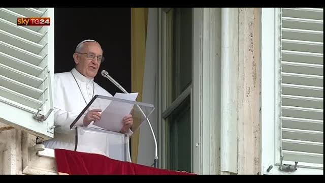 Roma, in migliaia per il Regina Coeli del papa