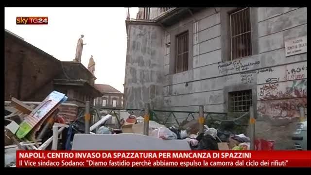 Napoli, centro invaso da spazzatura per mancanza di spazzini