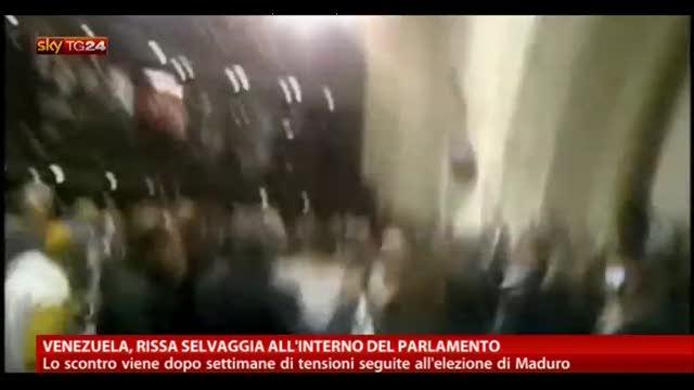 Venezuela, rissa selvaggia all'interno del Parlamento