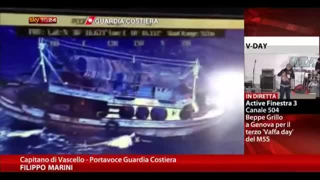 Crotone, un barcone con 100 migranti è in serie difficoltà