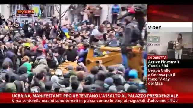 Ucraina, manifestazioni pro UE tentano assalto in piazza
