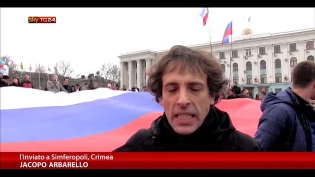 Ucraina, Soldati russi e blindati in Crimea