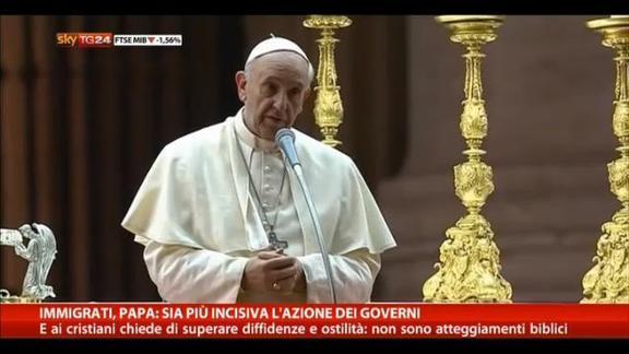 Immigrati, Papa: sia più incisiva l'azione dei governi