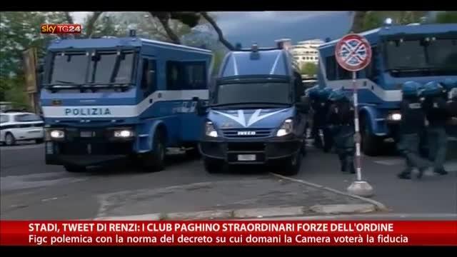 Stadi, Renzi: i club paghino straordinario Forze dell'Ordine