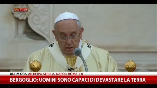 """Bergoglio: """"Gli uomini sono capaci di devastare la terra"""""""