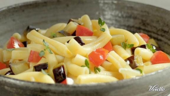 Ziti arrotolati con melanzane e ricotta salata