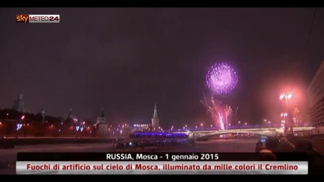 Russia, fuochi di artificio sul cielo di Mosca