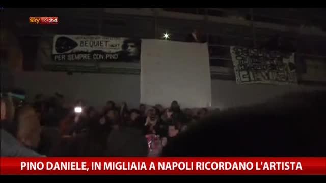 Pino Daniele, in migliaia a Napoli ricordano l'artista