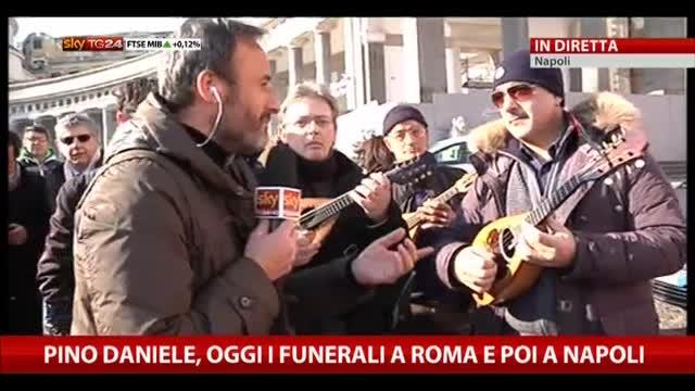 Pino Daniele, napoletani già in attesa per esequie alle 19