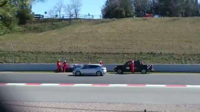 Alonso dopo l'impatto: senza sensi tra le raffiche di vento